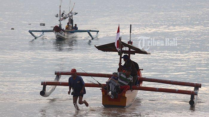 Cuaca Ekstrem, Nelayan Pantai Kelan Pilih Melaut Pagi Hari