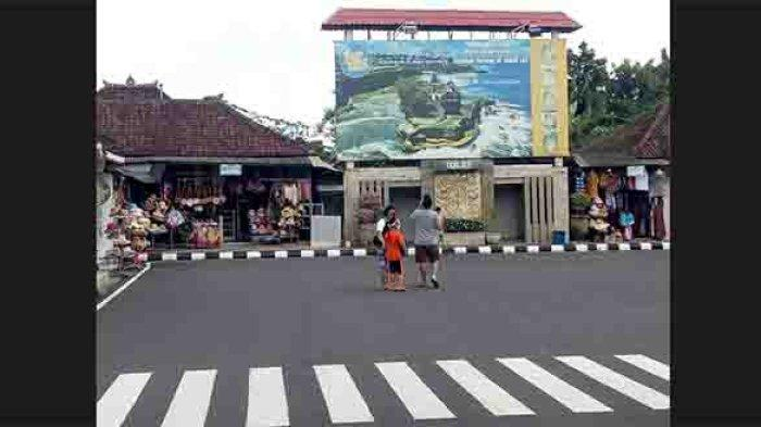 Tak Banyak Wisatawan Berbelanja,Sejumlah Pedagang di Kawasan DTW Tanah Lot Masih Enggan Buka Kiosnya