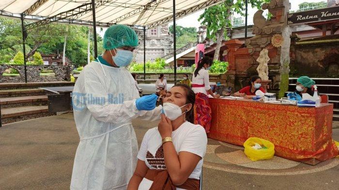 Cegah Kluster, Panitia IKM Bali Bangkit Lakukan Swab Antigen Pada 100 Para Penjaga Stand Pameran