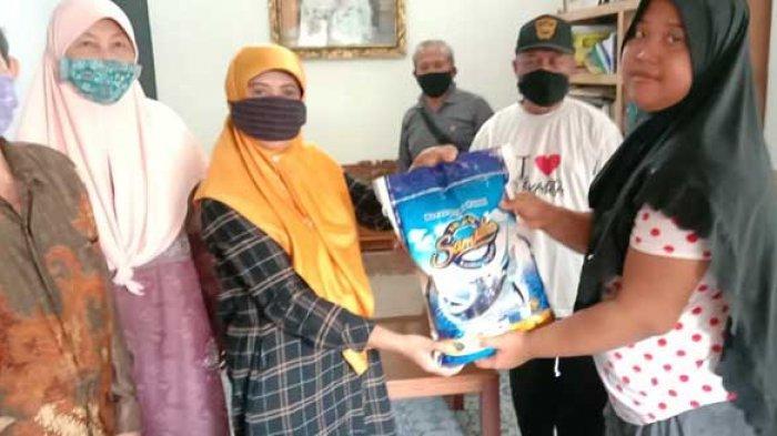 Berbagi di Bulan Suci Ramadhan, ICMI Bali Bagikan Paket Sembako ke Warga Kurang Mampu