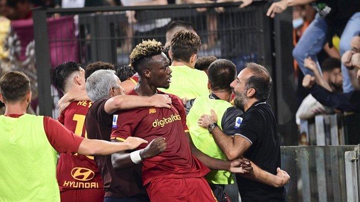 Selebrasi Heboh Mourinho Sambut Gol Kemenangan AS Roma, Giallorossi Bersaing Ketat dengan AC Milan