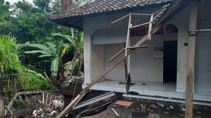 Air Saluran Irigasi Meluap, Senderan Bengkel Jebol di Gianyar Bali
