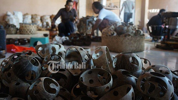 Banjar Sarimertha Jadi Sentra Kerajinan Batok Kelapa, Ekspor Produk Hingga Perancis dan Australia