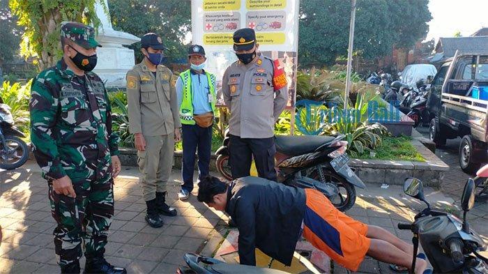 Tak Pakai Masker, Pengendara di Payangan Gianyar Diberikan Sanksi Push Up