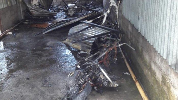 Diduga Korsleting Listrik, Dua Motor yang Diparkir di Garasi Hangus Terbakar
