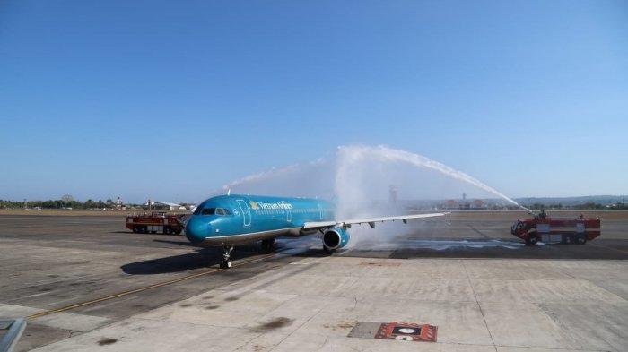 Manajemen Bandara Ngurah Rai Sambut Penerbangan Perdana Vietnam Airlines