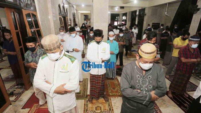 Perbedaan Shalat Tarawih di Rumah dan di Masjid, Ini Penjelasannya