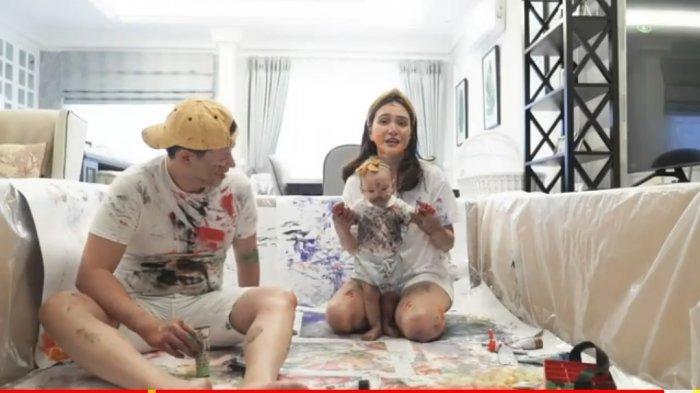 Kenalkan Warna Pada Claire Herbowo, Shandy Aulia Rela Kotoran-kotoran Bermain dengan Putrinya