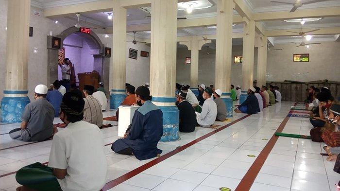 Dibatasi Hanya 100 Orang dan Jaga Jarak, Sholat Idul Adha di Gianyar Berlangsung Khidmat