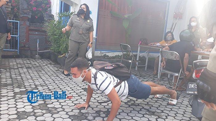 Terjaring Sidak Masker di Denpasar, WNA Spanyol Dihukum Push Up 10 Kali