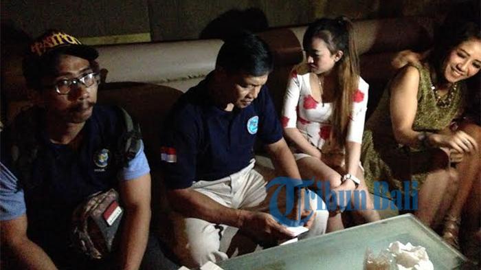 FOTO: Pengunjung dan Pemandu Lagu Kaget, Sidak di 4 Lokasi Hiburan Malam di Denpasar
