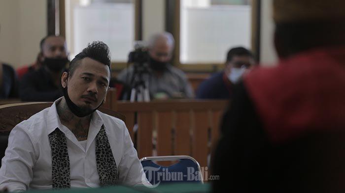 Jerinx kembali menjalani sidang lanjutan kasus dugaan ujaran kebencian 'IDI Kacung WHO' di Pengadilan Negeri Denpasar, Kamis (12/11/2020)