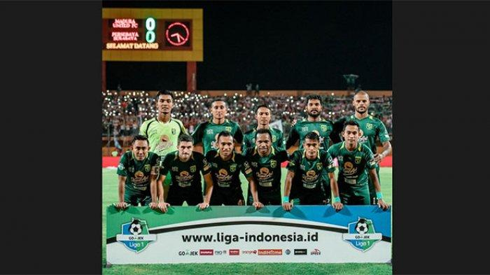 Gelandang Bali United Sidik Saimima Latihan Bareng Pemain Persebaya Surabaya