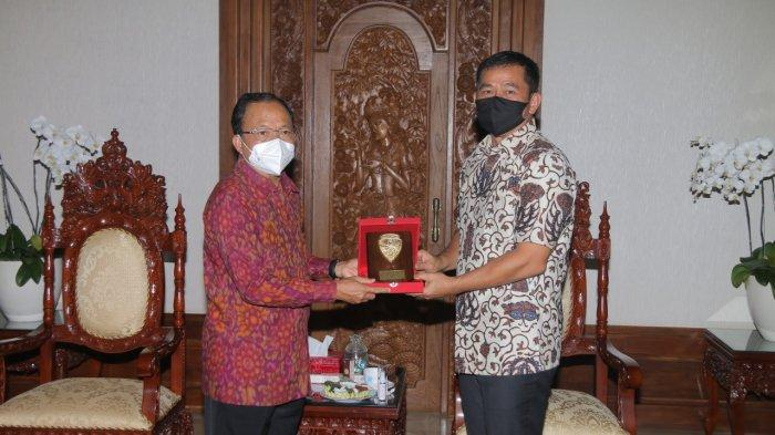 Mayjen TNI Maruli Simanjuntak Silaturahmi dengan I Wayan Koster