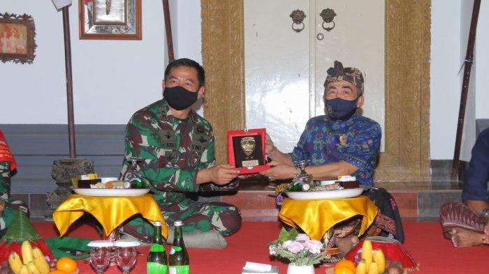 Kunjungi Keluarga Puri Agung Klungkung,Pangdam IX/UdayanaDiceritakan Sejarahnya