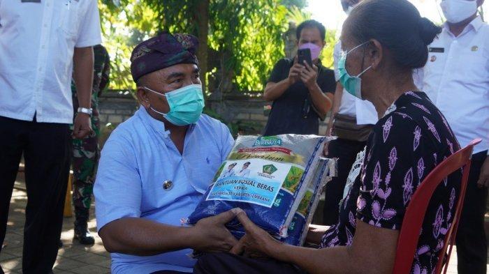 Pemerintah Kabupaten Jembrana Distribusikan Beras Premium ke Pedagang Kecil
