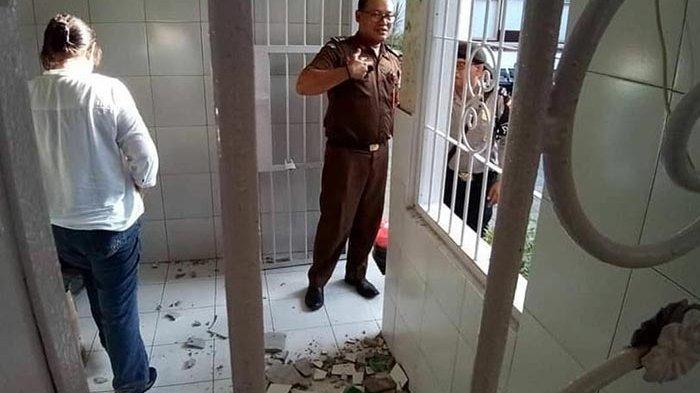 Sempat Heboh Dikira Ada Sabotase Tahanan, Ternyata Dinding Ruang Tahanan PN Denpasar Rontok