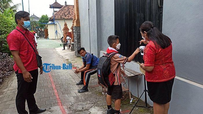 Hari Pertama PTM di Badung, Beberapa Siswa Bingung Cari Ruang Kelas