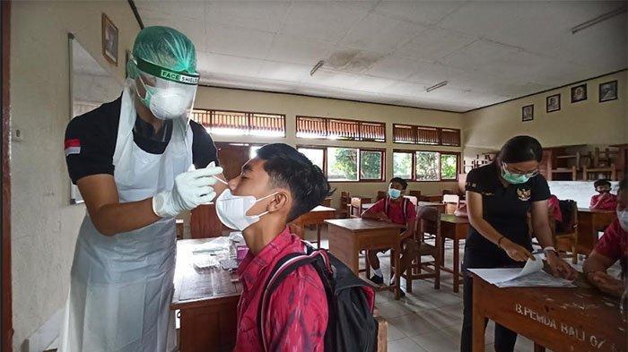 Pelaksanaan Tes Swab di SMP 3 Abiansemal, Siswa Ngaku Deg-degan hingga Tak Mau Diswab Paling Pertama