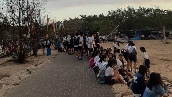 Ribuan Siswa SMAN 2 Denpasar Bersih-bersih Pantai Mertasari