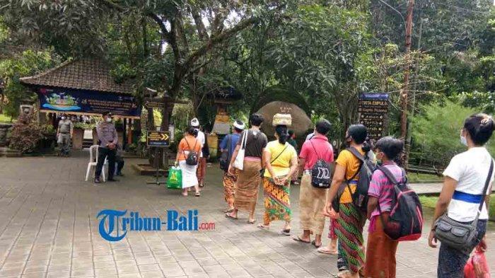 Situasi Hari Banyupinaruh di Pura Tirta Empul, Kecamatan Tampaksiring, Gianyar, Bali,Minggu 31 Januari 2021