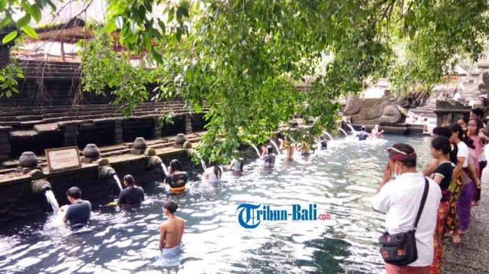 Umat Hindu Tak Dilarang Rayakan Banyupinaruh di Tirta Empul Gianyar Bali Namun Prokes Berjalan Ketat