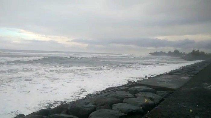 BREAKING NEWS: Ombak Ganas Terjadi Sepanjang Pantai Gianyar, Suamba: Air Laut Akan Naik ke Daratan
