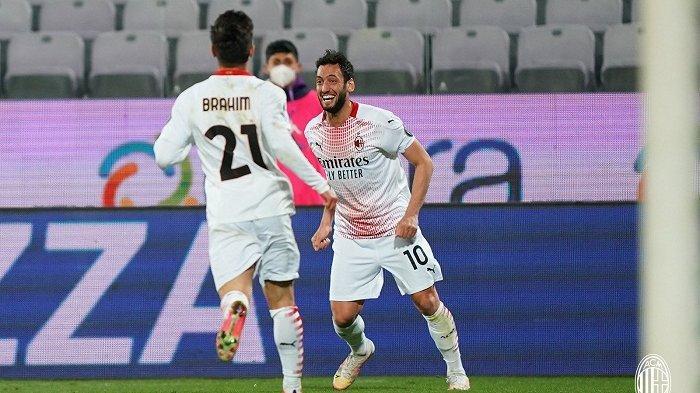 Sosok Hakan Calhanoglu menjadi aktor penting bagi kemenangan AC Milan saat mempecundangi Fiorentina.