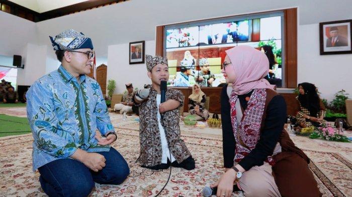 Stafsus Milineal Jokowi, Angkie Yudistia Sharing Bareng di Banyuwangi Education Award