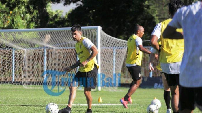 Resmi! Tak Ada Nama Stefano Lilipaly dalam Daftar 19 Pemain Bali United vs Timnas U23, Ini Kata Teco