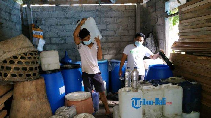 Arak Fermentasi Gula Beredar, Petani Arak Berbahan Tuak di Karangasem Bali Mengeluh Tak Laku