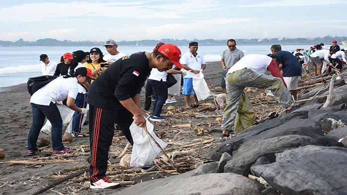 Bersih-bersih di Pantai Biaung, Sampah Sedotan Plastik Masih Mendominasi