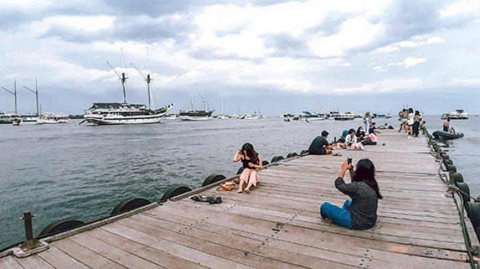 Melancong di Dermaga Serangan Denpasar dan Berfoto dengan Latar Belakang Kapal Pinisi