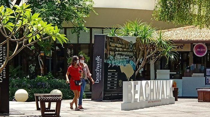 Rindu ke Mal, Sejumlah Pengunjung Beachwalk Shopping Center Antusias Datang Sebelum Jam Buka