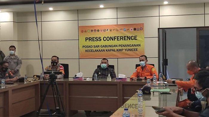 Suasana konferensi pers terkait operasi SAR pencarian KMP Yunicee. Basarnas hentikan Operasi SAR terhadap korban tenggelamnya KMP Yunicee