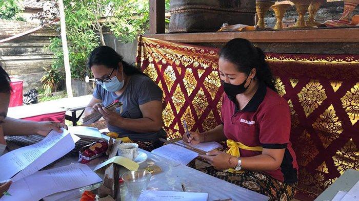 Jumlah Anggota Tim Penyuluh Bahasa Bali Dibatasi,Durasi Konservasi Lontar di Gianyar Jadi Lebih lama