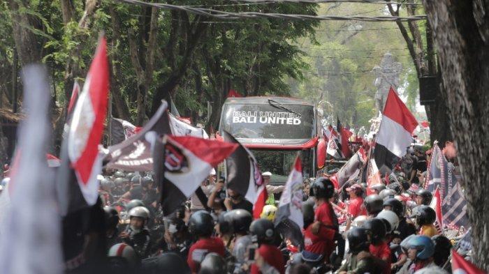Foto-foto Meriahnya Konvoi Bali United, Jalanan Dipenuhi Semeton Dewata