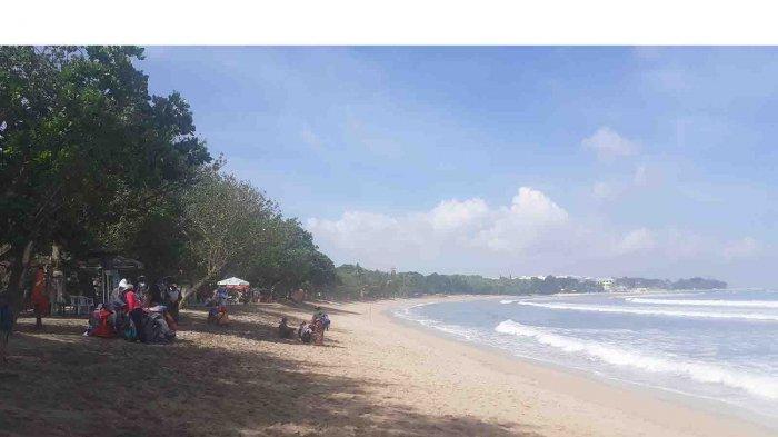 Begini Suasana Pantai Kuta Saat Libur Peringatan Hari Lahir Pancasila