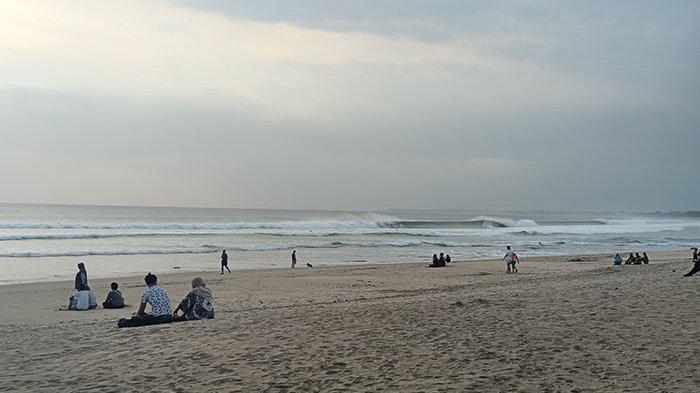 Pantai Kuta Masih Dikunjungi Warga Saat PPKM Level IV di Bali, Tim Terpadu Lakukan Pengawasan Ketat