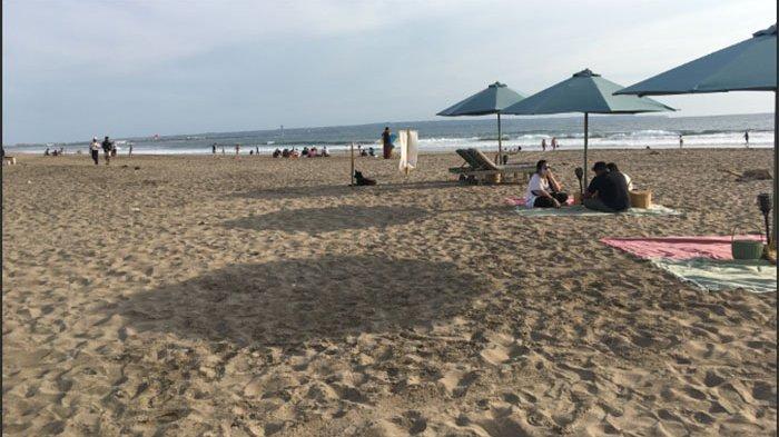 Pariwisata Internasional Dibuka, Sejumlah Pedagang Kembali Berjualan di Pantai Petitenget Badung