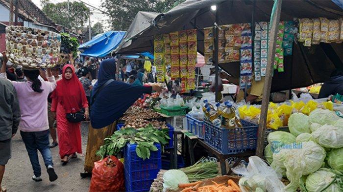 Pedagang Pasar Senggol Kumbasari Denpasar Seperti Berada di Dalam Goa, Omzet Anjlok hingga 90 Persen