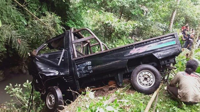 Mobil Pick Up Tak Bisa Dikendalikan, Wayan Leter Jatuh ke Sungai Sedalam 7 Meter di Buahan Tabanan