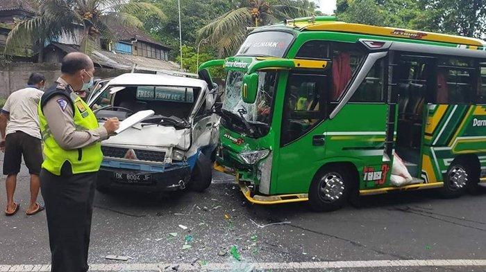 Pick Up Oleng Tabrak Bus Mini di Tabanan, Lakalantas Akibatkan 2 Orang Luka Ringan