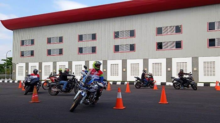 Komunitas Honda Big Bike Bali Ikuti Course dan Coaching Safety Riding