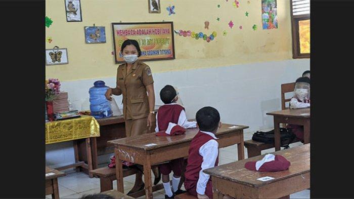 Siswa Antusias pada Hari Pertama PTM di Klungkung,Brahma:Saya Senang Bisa Kembali Belajar di Sekolah