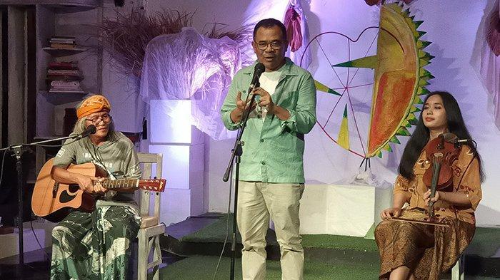 Bersama Para Seniman Bali, Garin Nugroho Bawakan Teatrikal Puisi Adam, Hawa dan Durian