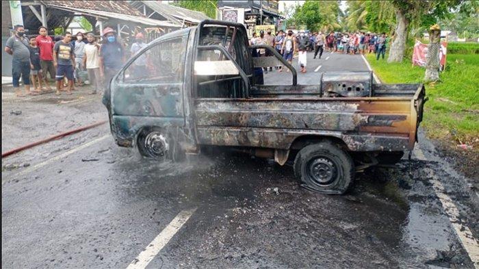 Korsleting Diduga Pemicu Terbakarnya Pick Up di Penebel Tabanan,Semua Bagian Mobil Ludes Dilalap Api