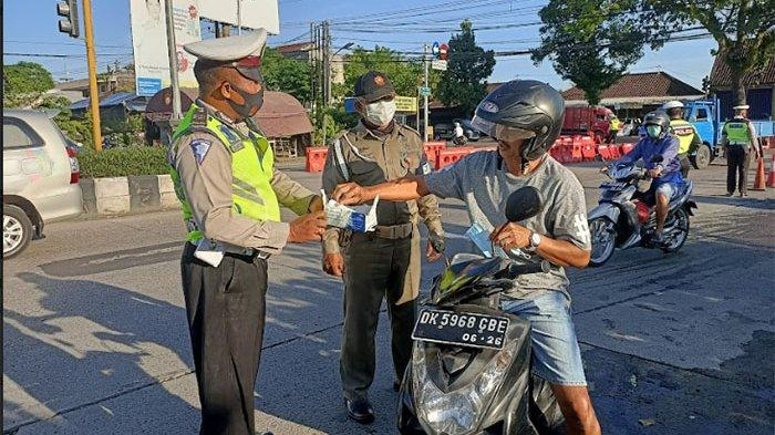 Bali Masih PPKM Level 4, Petugas Lakukan Penyekatan di Pintu Masuk Terminal Mengwi