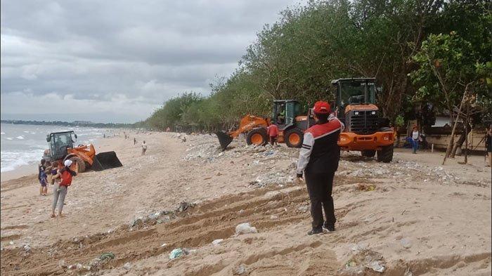 Empat Hari Terakhir, Sampah Kiriman di Sepanjang Pantai Samigita Badung Capai 480 Ton