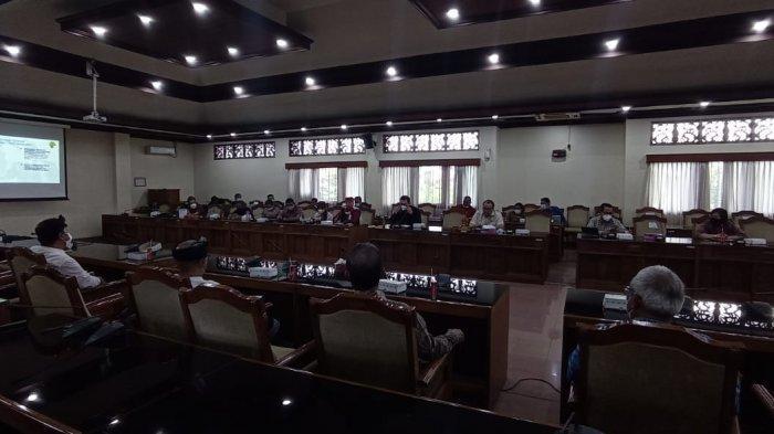 Sengkarut Tata Kelola Jasa Angkutan di Bandara Ngurah Rai, Dewan Bali Pertemukan Pihak Terkait